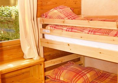 Chambre 2 lits chalet savoyard 35 m²