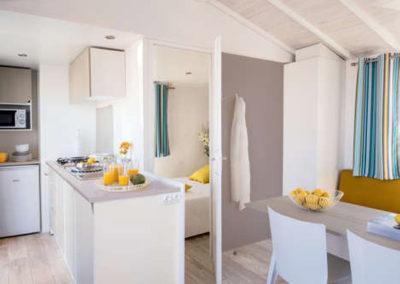 Cuisine équipée mobil-home confort 26 m²