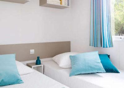 Chambre 2 lits mobil-home confort 26 m²