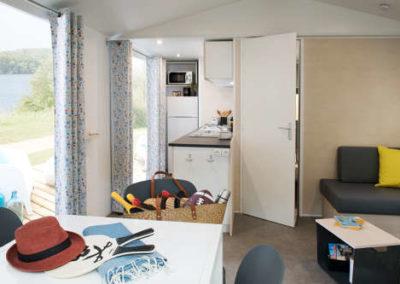 Salon cuisine équipée mobil-home premium 34 m²